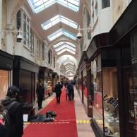 Auch bei weniger schönem Wetter kann man in London was erleben und sehen - hier die Burlington-Arcade.